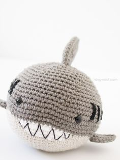 Crochet Shark amigurumi. FREE pattern to make this adorable stuffed animal! | www.1dogwoof.com