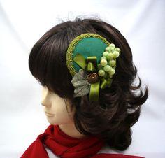 """traditioneller Kopfschmuck, traditional Headpiece, """"Grüne Weinkönigin"""" - """"green vine Queen"""" von KopfBisFuss auf Etsy"""