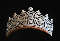 Tiara sold at Sothebys to a private collector by Edwina Mountbattens daughter, Lady Pamela Hicks, the little known tiara never again saw the light of day. Commissioned by a generous patron of Illustrious, this is the only known replica in existance. Created by a jeweler in London, England