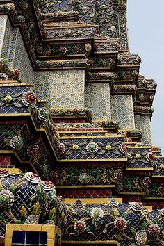 ledecorquejadore:  Thailand, Bangkok - Mosaics and Tiles (via Bangkok decoration | Sugar & Spice)