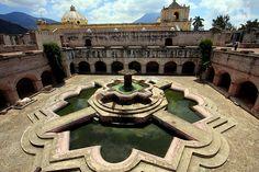 Fuente de la Iglesia de la Merced. Antigua, Guatemala