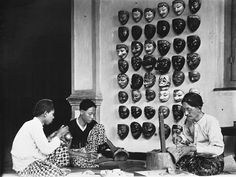 Wood carvers creating masks (c.1919) - Tropenmuseum