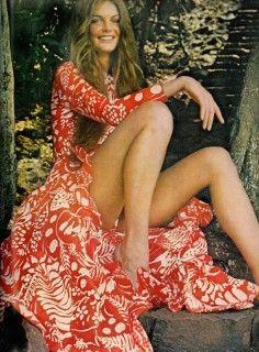 womens 1970s vintage dresses-1970s Vogue model #vintagebloggers #vintagefashion #vintage #retro #fashionblog #fashionblogger #vintageclothing #70s #1970s #vintagedress