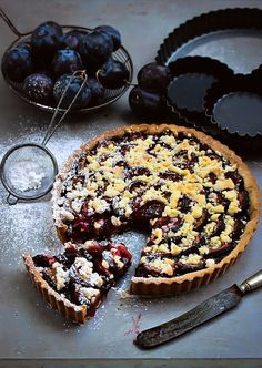 Plum Tart with Dark Chocolate and A Crumble Topping (recipe in Polish).  #plums