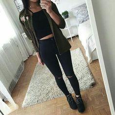 Stylizacja z koszulą khaki i czarnym topem http://www.stylowkidlanastolatek.pl/stylizacja-z-koszula-khaki-i-czarnym-topem/
