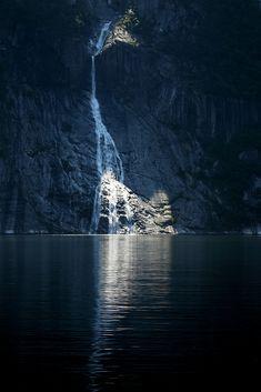 pleoros:  Shady waterfall