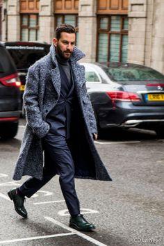 Un long manteau en laine gris | Matthew Zorpas London Fashion Week Men's AW17