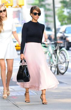 um can i have this please!! By Wonderwall EditorsJessica Alba has had a très chic New York Fashion Week. Making up to three wardrobe changes a day, the star has shown off how effortlessly she can transition from sophisticated to edgy to a well accessorized mom on duty. Keep clicking to see how fashionista Jessica Alba dressed during Spring/Summer 2014 New York Fashion Week.