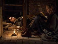 """Cena da adaptação do livro """"A menina que roubava livros"""".  (The Book Thief)"""