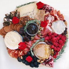 Why cheese plates are everywhere right now, explained by a cheese plate influencer Cheese Platters, Food Platters, Food Dishes, Charcuterie Display, Charcuterie Board, Aldi Cheese, Italian Cheese, Italian Cake, Cheese Lover