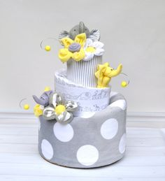 Gender neutral diaper cake Yellow and Gray Elephant Diaper Cake Elephant by babyblossomco Baby Shower Niño, Baby Shower Themes, Baby Shower Gifts, Baby Gifts, Elephant Baby Showers, Baby Elephant, Baby Shower Centerpieces, Baby Shower Decorations, Elephant Diaper Cakes