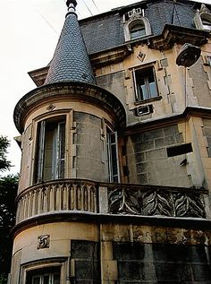 Discover the world through photos. Beautiful Places In The World, Most Beautiful Cities, Architecture Old, Neoclassical Architecture, Art Nouveau Arquitectura, Argentina Travel, Gaudi, Victorian Homes, National Parks