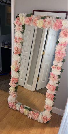 Diy Mirror, Mirror Bedroom, Mirror Ideas, Room Ideas Bedroom, Home Decor Bedroom, Flower Mirror, Cute Room Decor, Cool Rooms, Luxurious Bedrooms