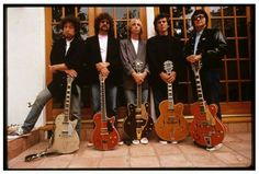 Super-Group The Traveling Wilburys in the Bob Dylan, Jeff Lynne, Tom Petty, George Harrison & Roy Orbison . Amazing line up ~~ Amazing music . Sadly Roy & George are no longer with us. Roy Orbison, Tom Petty, George Harrison, Bob Dylan, Recital, Rock Music, My Music, Music Stuff, Music Pics