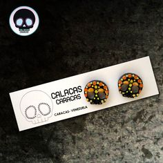 Zarcillos pegados pintados sobre acrílico negro  #CalacasCaracas  Pedidos vía whatsapp [ver perfil]