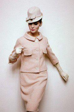 Image by Vogue US magazine, January 1963.