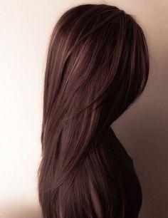 白髪は白髪染めでなくても染められる!カラートリートメントで白髪ケア 白髪が目立つようになってきたら白髪染めをするしか方法がないと思っていませんか?そこで、白髪染め以外の方法で特に知っておきたいのがカラートリートメントによる白髪ケアです。