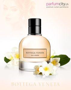 Bottega Veneta Eau Légére Eine zarte Variation von Bottega Veneta Eau de Parfum, ein frischer Wasserfall voll von klaren und reinen Tönen.