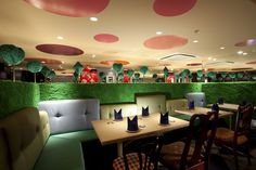 Alice in Wonderland restaurant in Tokyo. The shrubbery maze booth dividers are wonderful!