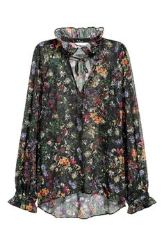 Blouse in airy, woven fabric with a printed pattern. Ruffled stand-up collar and opening at front with ties at top. Long, wide raglan sleeves with a seam an Long Blouse, Black Blouse, Floral Blouse, Printed Blouse, Ruffle Collar Blouse, Festival Dress, Red Blouses, Long Tops, Everyday Look