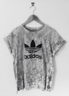 Shirt: adidas graue Krawatte T-Shirt Bluse Graphic T-Shirt Modebegeisterte Teenager… Source by ezelc Mode Outfits, Casual Outfits, Summer Outfits, Mode Style, Style Me, Shoes Style, Adidas Mode, Shirt Bluse, Stylish Clothes