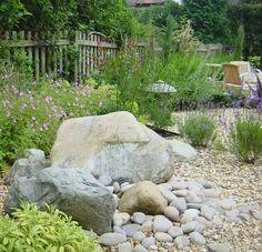 http://greenacresvista.com/blog/wp-content/uploads/2010/07/rock_garden1.jpg