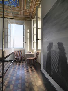 La chambre d'un appartement du XIXe siècle tout en fresques et en terrazzo à Gênes © Antonio Maniscalco (AD N°124 juin-juillet 2014) Decor, Gorgeous Interiors, Italian Tiles, Decor Interior Design, Flooring, Interior Vignette, Interior Design, Interior Architecture, Terrazzo