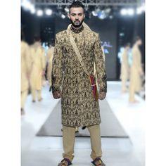 Latest-Men-Wedding-Dresses-Sherwani-Designs-HSY-Hassan-Shehyar-Yasin-Collection-2015-2016-11.jpg (800×800)