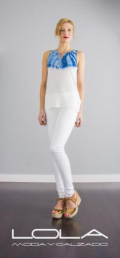 La mejor forma de llevar el verano. Luce tu blusa de SALSA en punto azul y blanco.  Pincha este enlace para comprar tu blusa ne nuestra tienda on line:  http://lolamodaycalzado.es/primavera-verano-17/1399-salsa-117214.html#/124-colors-blanco_y_azul/103-tallas-s