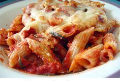 Πέννες με κιμά, σάλτσα ντομάτας και τυριά στο φούρνο. Ένα πεντανόστιμο, χορταστικό πιάτο για το καθημερινό οικογενειακό και όχι μόνο τραπέζι. Μια εύκολη συ