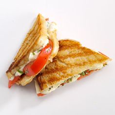 Tomato-Basil Grilled Cheese Recipe -My teenager and I were in a lovely coffee shop and she was hungry for a sandwich. She never eats vegetables but loved this, so of course I had to duplicate it at home. Soup And Sandwich, Sandwich Recipes, Fresh Basil Recipes, My Favorite Food, Favorite Recipes, Vegetarian Recipes, Cooking Recipes, Grilled Cheese Recipes, Tomato Basil
