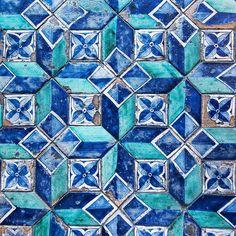 Porque uno siempre necesita un suelo bonito! #saturday #weekend #happyweekend #goodmorning #vsco #vscogood #fotodeldia #ig_photooftheday #ihavethisthingwithfloors #ihaveathingwithfloors #floor #tileaddiction #tileporn #floortiles #fromwhereistand #blue #antique #archilovers #architectureporn #pattern #vaticano #rsa_architecture #huntgram #instagram #latergram #latepost #inspiremyinstagram #tilestagram #igers #nothingisordinary by sandrarojo