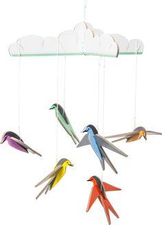 Mobiel gelukzwaluwtjes - Deze pop out kaart is niet zomaar een kaart, het is een cadeautje om te bewaren. De ontvanger haalt de kartonnen onderdelen uit de kaart en zet eenvoudig de zes kleine zwaluwen in elkaar tot een mobiel voor boven een wiegje, verkleedkussen of op een mooie plek in de woonkamer.  De pop out card 'Lucky swallows' (21 x 29,5 cm) komt met een notitiekaart om een persoonlijke boodschap op te schrijven, een mooie beprinte envelop en draad. A little present to send.  De ...