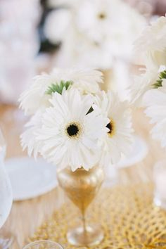 Daisies for summer wedding centerpiece | itakeyou.co.uk