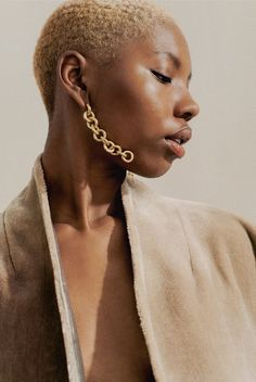 Harper Bazaar 2018 - Laura Lombardi : These New Jewelry Designers Need to Be In Your Life Sea Glass Jewelry, Silver Jewelry, Silver Ring, Fine Jewelry, Gold Jewellery, Vintage Jewelry, Jewelry Roll, Music Jewelry, Jewelry Stand