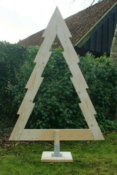 I like this design and I would make it out of pressure treated wood, drill holes to put mint lights in from behind and hang a big enough sized lighted star in the middle. Make the star one color. Pallet Christmas Tree, Christmas Wood Crafts, Xmas Tree, Christmas Art, Christmas Projects, Christmas Holidays, Classic Christmas Decorations, Modern Christmas, Rustic Christmas