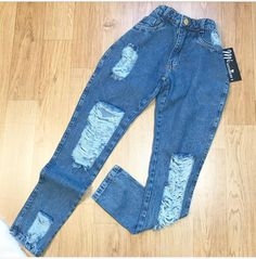 Stylish Summer Outfits, Cute Comfy Outfits, Classy Outfits, Girls Fashion Clothes, Teen Fashion Outfits, Urban Outfits, Cute Ripped Jeans, Ripped Jeans Outfit, Aesthetic Clothes