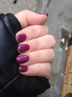 Vernis semi-permanent chez Nail Minute à Paris Gambetta. Super couleur et prestation par Samantha