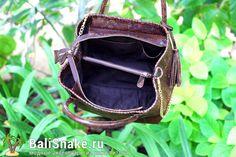 Большая сумка из кожи #питона от BaliSnake.ru.  Размеры: 30 x 24 x 18.  Цена: 9'500 рублей.  📲 По всем вопросам заказа и доставки пишите в WhatsApp/ Viber/ SmS +79036678272 Виктория. 🎀Доставка напрямую с острова Бали по всему миру, в любые города и страны в течение 7-10 дней, курьером до двери✈📦🏩 #мода #модно #куртка #dior #ручнаяработа #сумкиоптом #москва #handmade #сумки #питон #сумкаизпитона #питоноваясумка #лето #balisnake #python #уфа #сумка #кожа #скидки #распродажи #москва #питер…