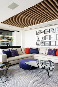 The Key Features of Luxury Living Room Interior You Must Ha Wooden Ceiling Design, Timber Ceiling, House Ceiling Design, Ceiling Design Living Room, Home Ceiling, Living Room Designs, Ceiling Ideas, Ceiling Fan, Ceiling Lights