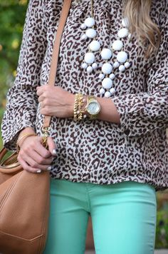 color jeans, print top, statement necklace, tan leather.. yess!