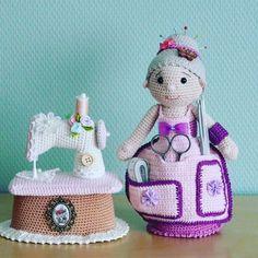 Free crochet patterns and video tutorials: Beautiful crochet amigurumi grandmothers ideas. Crochet Wedding Dress Pattern, Crochet Tunic Pattern, Crochet Blanket Patterns, Crochet Doll Clothes, Knitted Dolls, Crochet Dolls, Amigurumi Doll, Amigurumi Patterns, Crochet Daisy