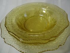 """Patrician"" Depression Glass 1933-1937--------I HAVE FIFTEEN OF THE SMALL BERRY BOWLS. Antique Dishes, Antique Chandelier, Kitchen Dining, Dining Room, Glass Dishes, Carnival Glass, Glass Collection, Mellow Yellow, Cut Glass"
