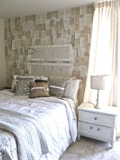 Burlap & Buttons: Our Bedroom Makeover. And Some Good Bedtime Reading. Room Ideas Bedroom, Home Bedroom, Bedroom Decor, Home Decor Furniture, Diy Home Decor, Home Room Design, New Wall, My New Room, House Rooms