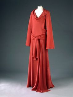 14-11-11  Coq de Roche    Madeleine Vionnet, 1935    The Victoria & Albert Museum ... i wish we wore this stuff today.