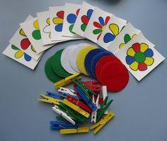 В калейдоскопе детства: Разноцветные цветочки - игра с прищепками