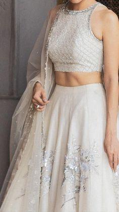 Party Wear Indian Dresses, Designer Party Wear Dresses, Indian Gowns Dresses, Indian Bridal Outfits, Indian Bridal Fashion, Dress Indian Style, Indian Fashion Dresses, Indian Designer Outfits, Indian Wedding Dresses