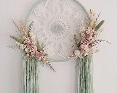 Grand séchées fleurs Dreamcatcher | Capteur de rêve bohémien | Tenture murale | Capteur de rêve floral | Menthe verte | Vert sauge | Boho Decor |