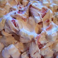 Esto lo tengo que hacer!!! Sería un hit una mesa de postres pecadores: este postre de cheesecake de fresas, una fuente igual de arroz con leche, minibrownies y biscotelitas ...