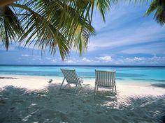 Beach scene, courtesy of Anna Maria Gulf Coast Rentals, www.beachguide.com/AnnaMariaIsland/212OakCoquinaHouse.
